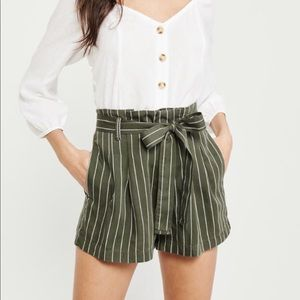 Abercrombie & Fitch Belted Pleated shorts